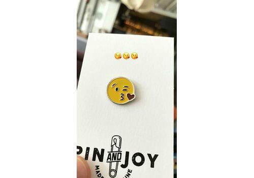 """зображення 2 - Значок Pin&Joy """"Kiss"""" метал"""