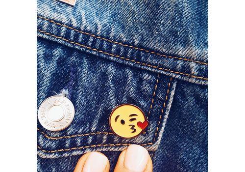 """зображення 4 - Значок Pin&Joy """"Kiss"""" метал"""