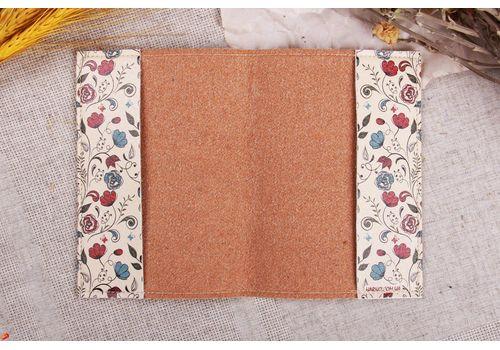 """фото 2 - Обложка на паспорт """"Цветы на бежевом"""" эко-кожа"""