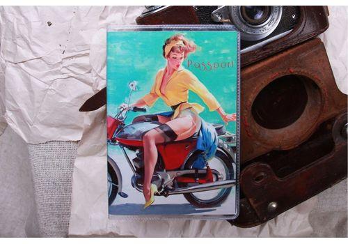 """фото 1 - Обложка на паспорт """"Пин ап на мотыке"""" пластик"""